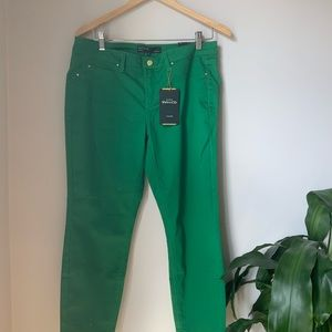 NWT - RW&CO - Natalie cropped jeggings in green